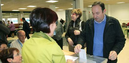 El presidente de La Rioja, Pedro Sanz, vota hoy en Logroño.