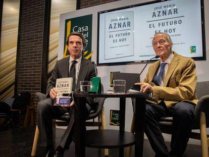José María Aznar y Josep Piqué en la Casa del Libro en Barcelona.