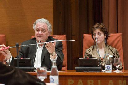 El científico Jorge Wagensberg y la escritora Espido Freire defendieron en el Parlamento de Cataluña la abolición de los toros.