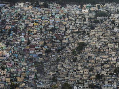 Centenares de casas pintadas de Jalousie, donde viven 80.000 almas.