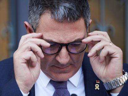 GRAFCAT8552. (), 18/02/2021.-El conseller de Interior, Miquel Sàmper, durante la rueda de prensa que ha ofrecido este jueves en la sede de su departamento en la que ha valorado la actuación de los Mossos d'Esquadra durante las protestas contra el encarcelamiento de Pablo Hasel