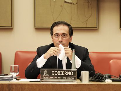 El ministro de Asuntos Exteriores, José Manuel Albares, este lunes en el Congreso de los Diputados.  30/08/2021