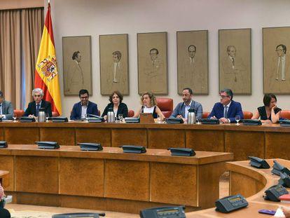 Reunión de la Diputación Permanente del Congreso el pasado 30 de julio. En vídeo, un fragmento de las comparecencias de Noelia Vera (Unidas Podemos) y Carlos Rojas (PP) en la sesión de este martes.