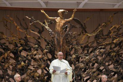 El Papa Francisco durante la felicitación de Navidad, en el Vaticano, este lunes.