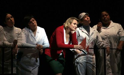 La soprano Anja Kampe (Senta) en<i> El holandés errante, </i>en el Teatro Real.