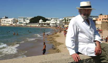 Caballero Bonald, en La Caleta (Cádiz), en 2006.