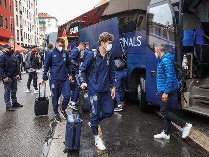 Los jugadores de la selección española a su llegada a Milán.
