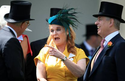 El príncipe Andrés y su exesposa Sarah Ferguson, en las carreras de Ascot del año pasado.