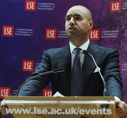 Saif el-Islam Gadafi pronuncia un discurso en la London School of Economics en mayo de 2010.