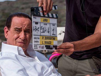 Toni Servillo caracterizado como Silvio Berlusconi en la película de Paolo Sorrentino.