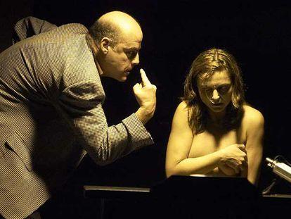 Aitor Mazo y Cristina Samaniego, en una escena de <i>La última copa.</i>