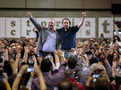 Rubén Martínez (a la izquierda), candidato de Unidas Podemos a la Generalitat valenciana, con Pablo Iglesias, el 17 de abril en Valencia.