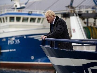 Johnson visita unas instalaciones pesqueras en Escocia el pasado 6 de septiembre.