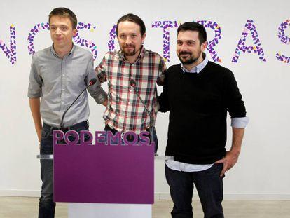 Pablo Iglesias, en el centro, con Íñigo Errejón, a la izquierda, y Ramón Espinar en la rueda de prensa del jueves para presentar su alianza para Madrid.