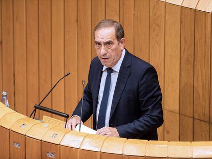 El consejero de Hacienda de Galicia, Valeriano Martínez, en una intervención en el Parlamento gallego, el pasado agosto.