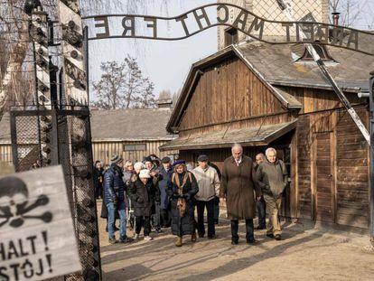 Supervivientes del Holocausto, este domingo en Auschwitz.