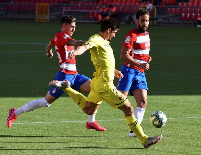Gerard Moreno marca el primer gol del Villarreal ante el Granada.