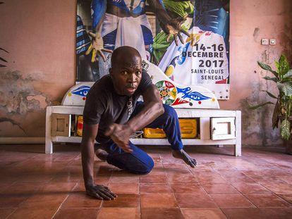 El bailarín y coreógrafo senegalés Alioune Diagne en la sede de Le Château, en Saint Louis.