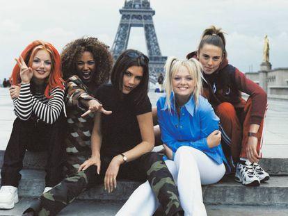Geri Halliwell, Mel B, Victoria Beckham, Emma Bunton y Mel C, hace 20 años en París.