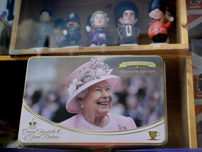 Souvenirs de Isabel II, en Windsor, Inglaterra, el 21 de abril de 2021, día del 95º cumpleaños de Isabel II.