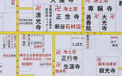 EL 'manji', la esvástica japonesa, se emplea en los mapas para ubicar los templos budistas, una religión que profesan unos 46 millones de personas en el país. Solo en las cuatro manzanas que se ven en este mapa hay ocho templos indicados.