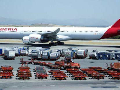 Un avión de Iberia en el aeropuerto de Madrid