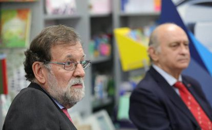 Mariano Rajoy y Jorge Fernández Díaz el pasado octubre durante la presentación del libro del exministro del Interior.