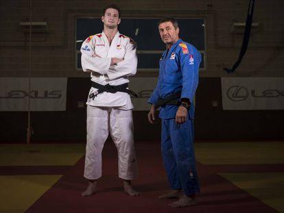 Niko Sherazadishvili (I) y Quino Ruiz, su técnico, en el Polideportivo de Brunete antes de viajar al Mundial.