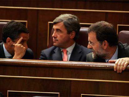 Eduardo Zaplana, Ángel Acebes y Mariano Rajoy, en la primera sesión de control al Gobierno de este periodo de sesiones en el Congreso.