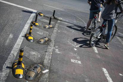Estado del carril bici a la altura de Cibeles.