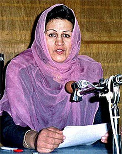 Jamila Mujahid anuncia la victoria de la Alianza en la radio de Kabul.
