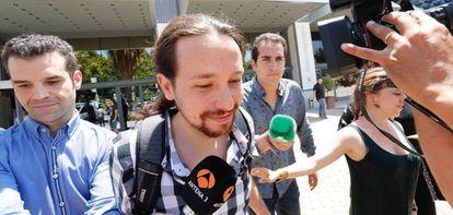 Pablo Iglesias sale del teatro Goya tras la reunion de la ejecutiva de Podemos