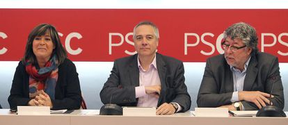 De izquierda a derecha, Núria Marín, Pere Navarro y Antonio Balmón.