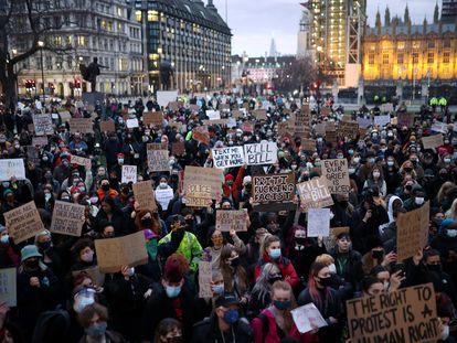 Manifestantes protestan por la inseguridad de las mujeres en las calles, el martes en Londres.