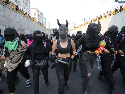 Un grupo de mujeres protesta durante la marcha del 2 de octubre.