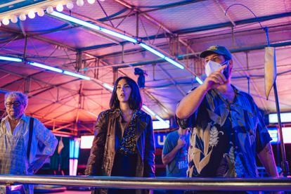 Vicky Luengo escucha las indicaciones de Óscar Aibar, durante un momento del rodaje de 'El sustituto'.