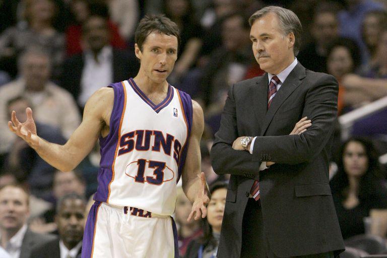 Nash y D'Antoni, en un partido en 2008 cuando uno era base y el otro entrenador de los Suns .