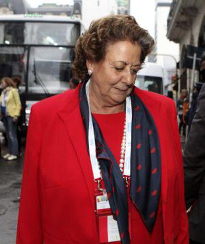 La alcaldesa de Valencia, Rita Barberá, a su llegada al Hotel NH de Buenos Aires tras conocer la eliminación de Madrid.