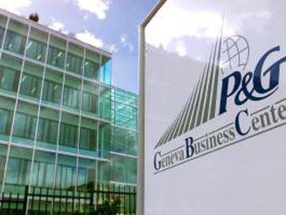 Procter & Gamble, que de materializarse el pacto adquirirá el 50 % de las acciones de Arbora & Ausonia que están en manos del grupo español propiedad de la familia Carulla, enmarca la operación dentro de su estrategia para concentrarse en sus mayores negocios. EFE/Archivo