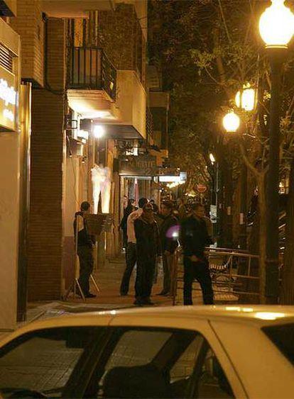 Ambiente nocturno en la calle de Juan Llorens de Valencia.