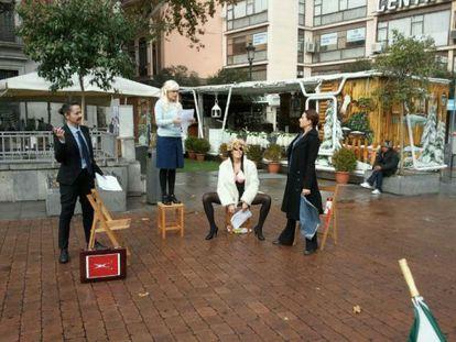 Rama Teatro, Frente al Ministerio de Justicia, interpretando 'La rubia', de Hayley Squares.