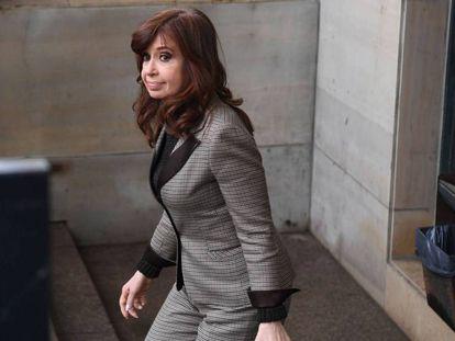 Cristina Fernández de Kirchner sale de los tribunales de Buenos Aires, el 13 de agosto pasado.
