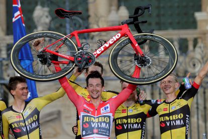 El ciclista esloveno Primoz Roglic celebra su triunfo en la Vuelta