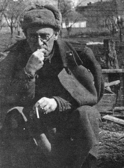 Vasili Grossman (1905-1964), en Svatovo en 1943.