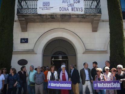 El Ayuntamiento de Badalona ha convocado un minuto de silencio.