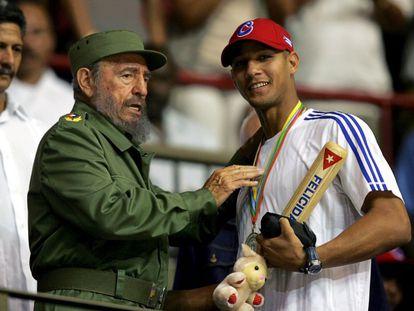 Fidel Castro y Yulieski Gourriel en 2006.