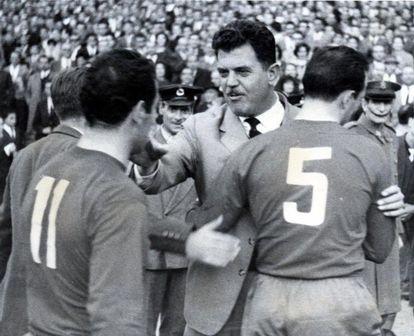 Villalonga felicita a Rodri y a Gento tras el España-Rumanía.