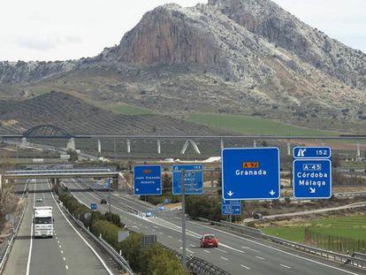Vista de la A-92 a su paso por Antequera (Málaga).