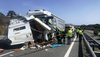 Estado en el que quedó la autocaravana tras chocar con un camión en la autovía A-381 (Cádiz), el 25 de septiembre.