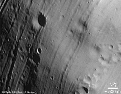Imagen de la luna marciana Fobos tomada en 2008 por la cámara de <i>Mars Express</i> a 656 kilómetros de distancia del centro.
